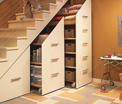 Лестница со шкафом для мелочей