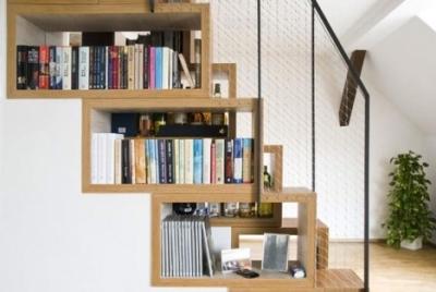 Шкаф под лестничным устройством