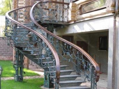 Поворотная входная лестница