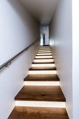 Освещение лестничного пролета