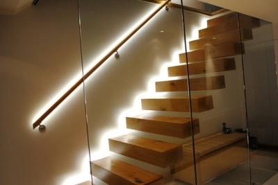 Монтаж осветительных элементов на ступенях