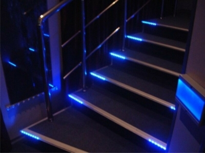 Светильные устройства на ступенях марша