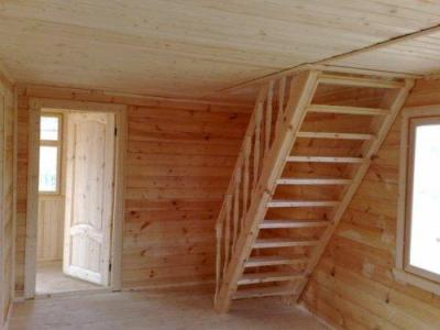 Лестница из дерева на мансарду