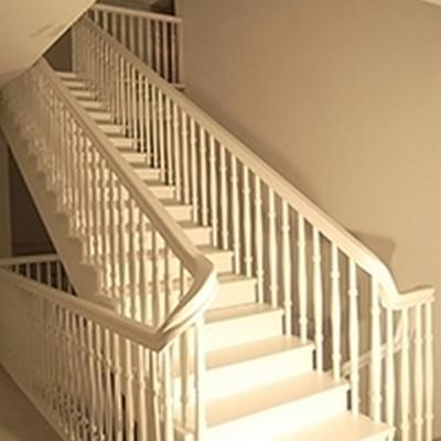 Полностью крашеная лестница