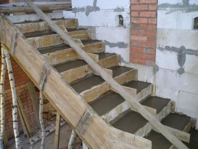 Обустройство монолитного лестничного сооружения