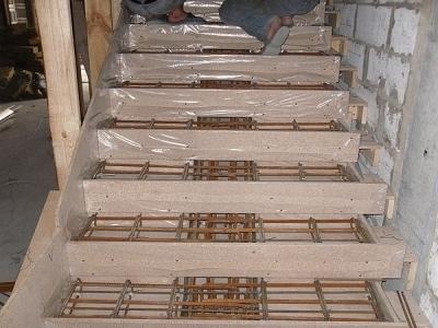 Возведение монолитного лестничного строения