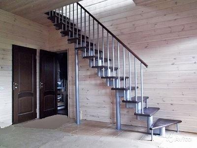 Металлическая одномаршевая лестница