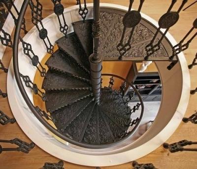 Сборная винтовая металлическая лестница