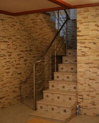 Лестничная установка для подвального помещения