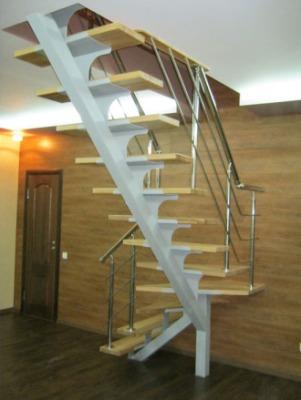 Лестница на одном косоуре