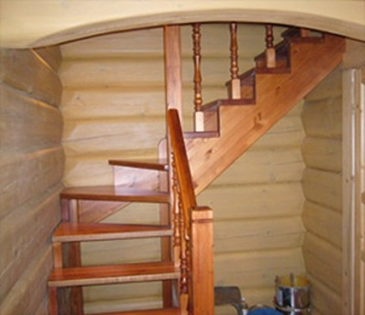 Компактная лестница на 2 этаж
