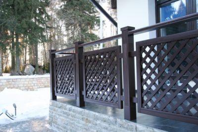 Безупречно подчеркнет гармонию стиля изысканная оградка